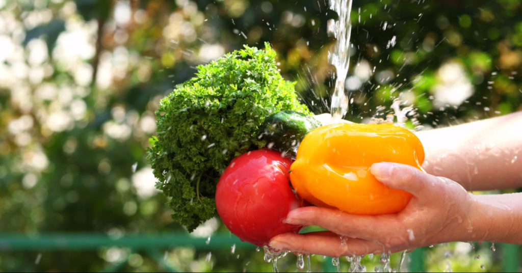 Pesticide, Bacteria and Dirt Removal DIY Spray for Fruits & Vegetables 2